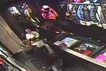 女子1个月内20次进商场偷衣物