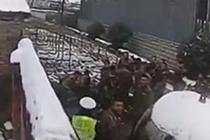 酒驾被查翻墙进武警大院