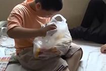 为给白血病父亲捐骨髓 11岁男孩三月增肥20多斤