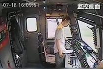 """火车司机紧急避险""""神操作"""" 十五秒救了800人"""