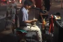 农民大叔1人组乐队 同时演奏10种乐器
