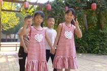 山东一小学开学当天迎7对双胞胎 老师:我太难了
