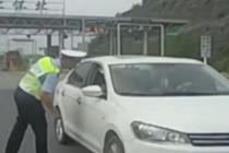 司机救人申请超速行驶 交警准了还给他开道