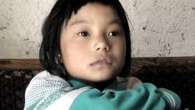 广州 武汉/父亲去世母亲智障 十岁女童撑起一个家
