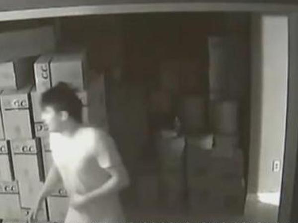 实拍:美国发生民宅内枪战 华人女子激战入室劫匪
