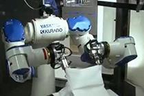 懒人好帮手 叠衣服机器人两分钟内叠完一件t恤