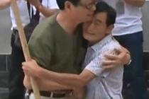 7旬老人苦寻恩人48年
