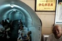 """重庆连续高温橙色预警 市民""""进洞""""歇凉"""