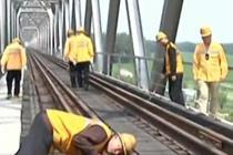 桥梁工保障煤运通道平稳运行