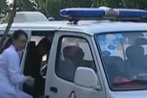 云南通海地震后 女婴在救护车上平安降生
