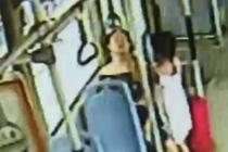 女乘客突然呕吐抽搐 公交司机伸援手