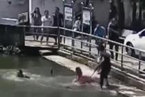 男孩掉入5米深池塘