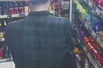 """男子超市喝""""霸王水"""" 实情让人无奈"""
