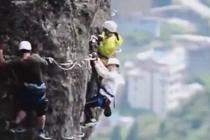 独特相亲大会 男女攀岩共度险情