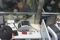 男子霸占售票窗口 行政拘留20日