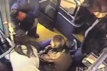 """女乘客突然晕倒 公交车变身""""救护车"""""""