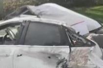 高速上爆胎 男子拉妻女下车救下一家性命
