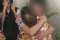 男童遭绑架 19年后终与家人团聚