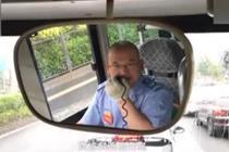 公交司机热爱诗歌 停车时给乘客朗诵诗词