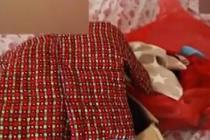 患癌妈妈提前为娃做一箱衣服