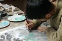 小伙一边打工 一边学画画