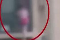 小女孩24楼翻窗而出 市民拍下惊心画面