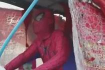 父亲扮蜘蛛侠寻儿11年