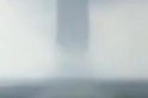 """广西北海连接海天""""龙吸水""""破坏力大"""
