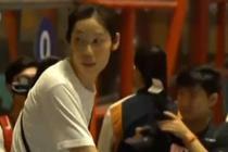 中国女排载誉归国 今晨抵达北京