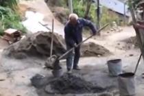 76岁老人卖猪修整古道