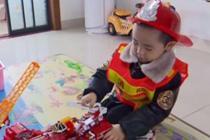 4岁男孩找消防员爸爸 万名网友点赞助力
