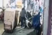 广西南宁一道路两次塌陷 四人坠坑
