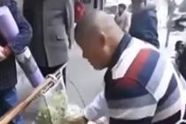儿子患病花费百万 他卖鸡肉筹钱拒绝捐款