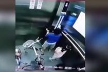 男童乱按小区电梯 妈妈带他挨家挨户道歉