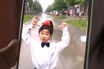 7岁女孩左腿萎缩仍坚持跳舞
