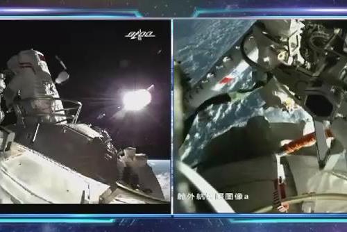 """中国空间站航天员首次""""出舱行走"""""""