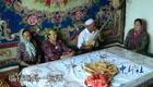 新疆维族演奏员40年弹拨尔唱京剧受热捧