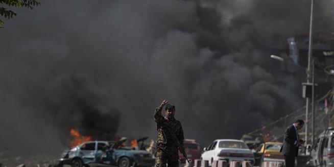 阿富汗首都使馆区遭袭已致300多人死伤