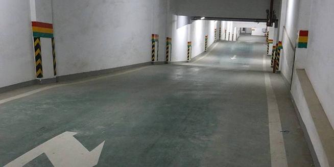 """重庆现最""""浪""""车库 停车之前先冲浪"""