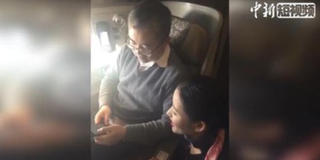 飞机上也可以玩手机了!看民航首个全程可用手机航班