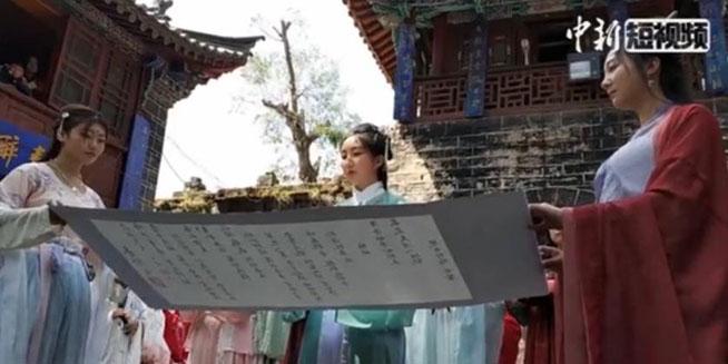 昆明汉服爱好者齐聚庆祝花朝节