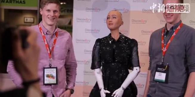 """""""人类公民身份""""机器人索菲亚亮相多伦多"""