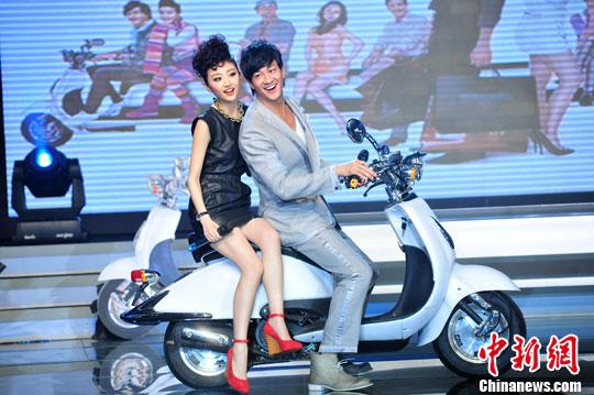 美女 何润东/7月24日,时尚爱情喜剧电影《我的美女老板》在京举行了盛大的...