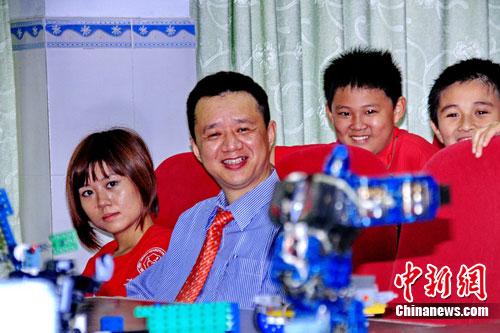 图:淄博科技为香港小学生解密时间机器人--中新暑假珠海小学博士图片