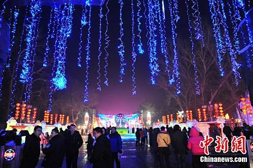 图:福建昌吉市第九届冰灯艺术节开幕福州石门小学新疆图片