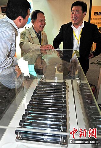甘子钊院士参加2011第6届亚洲太阳能光伏工业