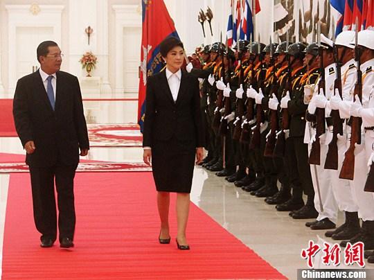 泰国新任总理美女英拉访问柬埔寨修复两国关美女a总理被图片
