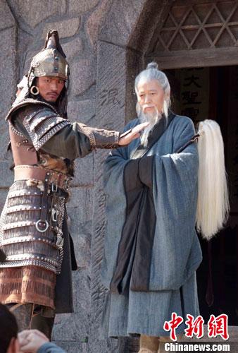 赵有亮(右)在片中扮演丘处机; 电影《止杀》力图还原丘处机