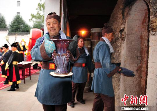 禹州钧瓷文化节重现大宋官窑开窑胜景(4)