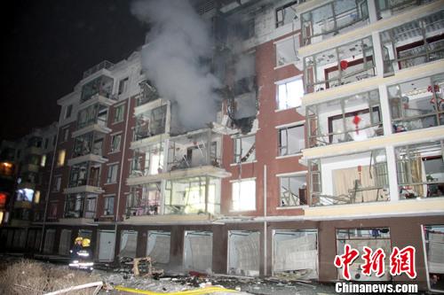 吉林市一小区午夜发生天然气爆炸波及千余居民